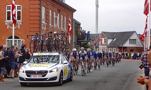 závod cyklistů