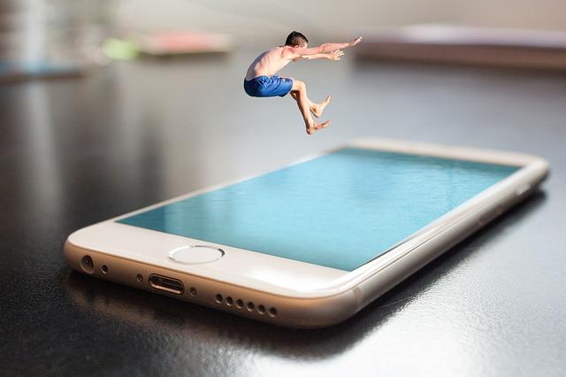 skok nad mobilem