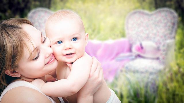 maminka s mimčem.jpg