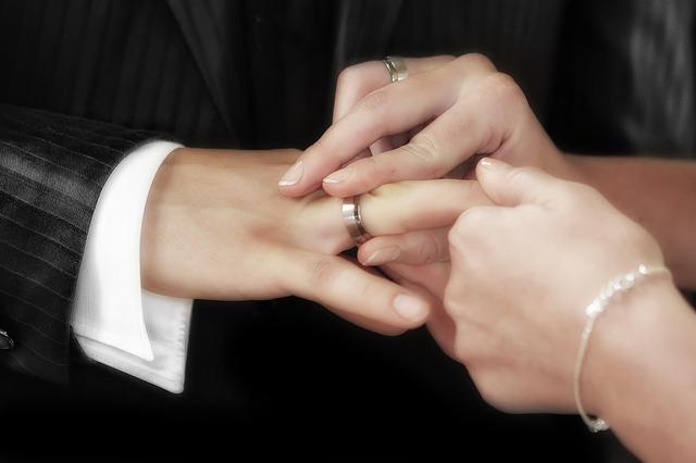 navlékání prstenu.jpg
