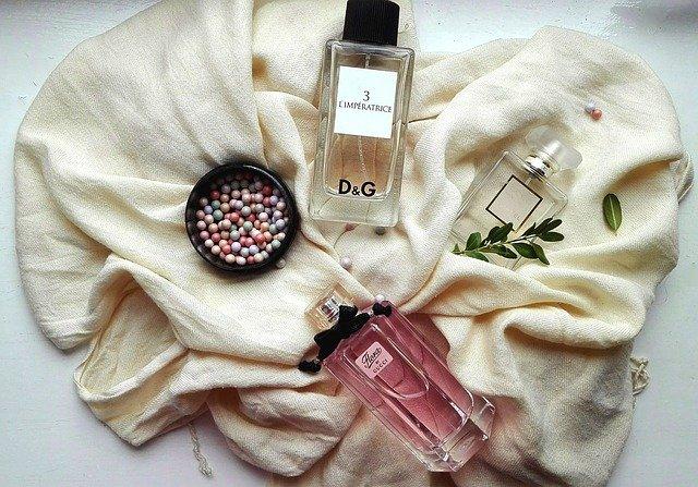 parfémy a pudr