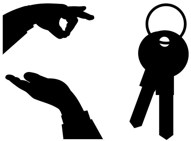 dvě ruce a klíče
