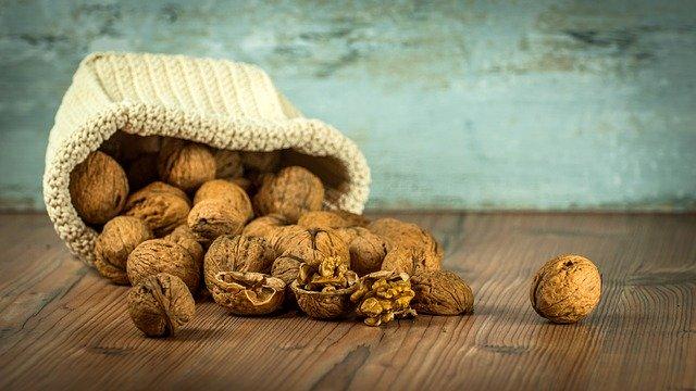 vysypané ořechy